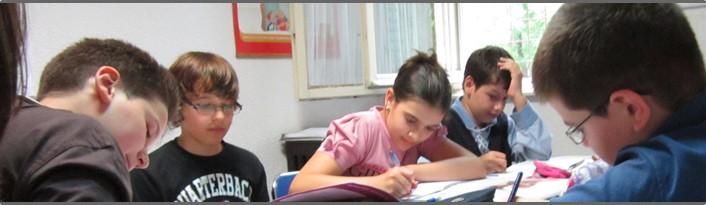 Elevii claselor a VIII-a sustin prima proba a simularii Evaluarii Nationale