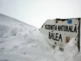 Risc însemnat de avalanşă, traseele montane sunt închise în Făgăraş