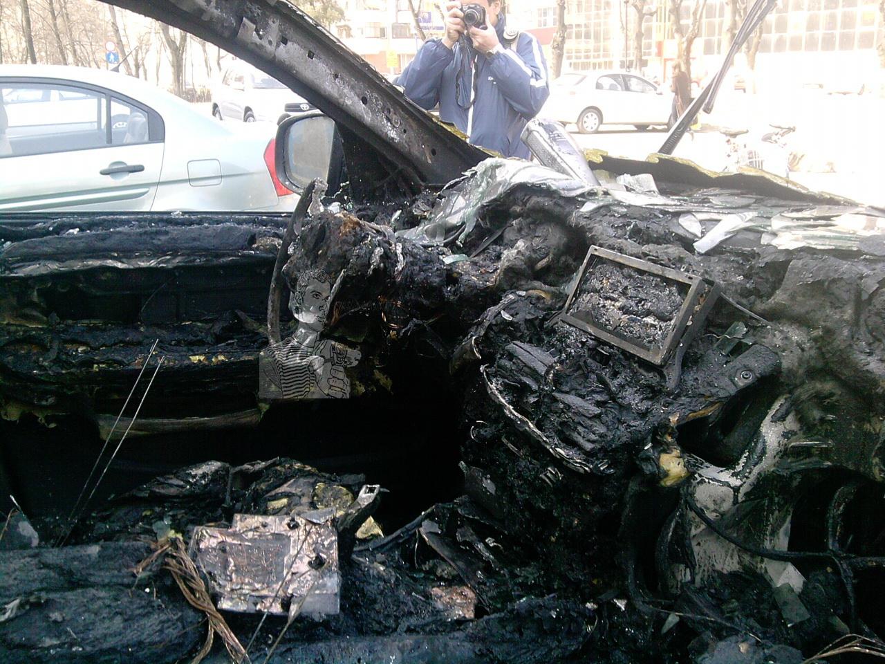 I-au incendiat mașina ca să-l atenționeze
