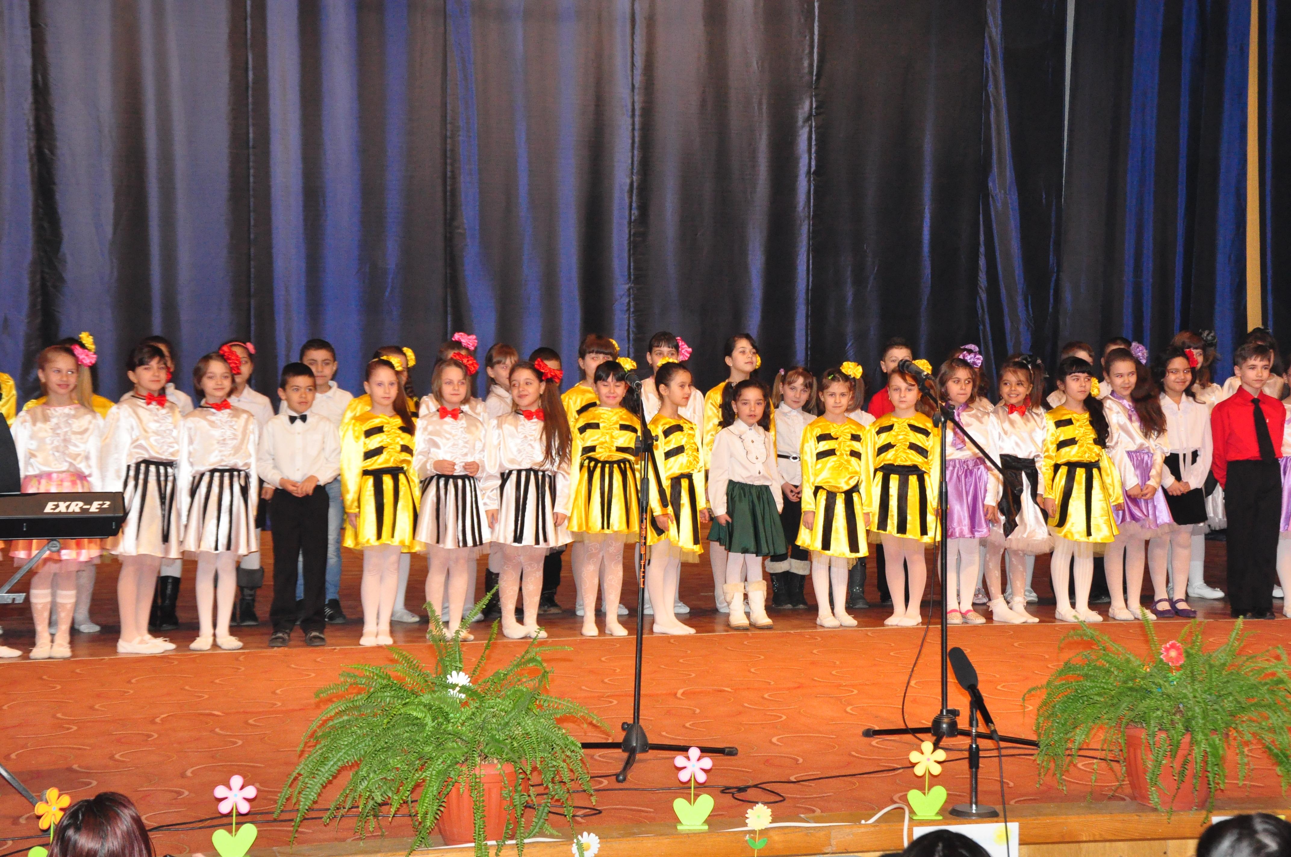 """Concurs județean """"Festivalul Primăverii"""", la Mioveni"""