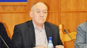 Octavian Mihail Sachelarie, directorul Bibliotecii Judeţene, vă urează