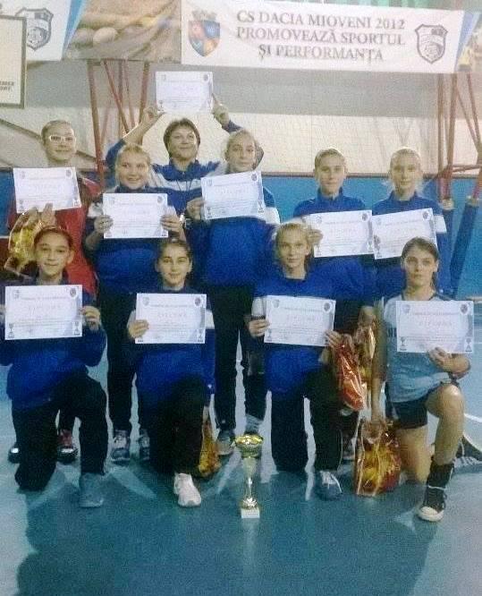 Voleibalistele de la C.S. Dacia Mioveni 2012' pe podium la Turneul – Speranţe!