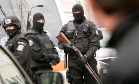 Polițiștii au confiscat bunuri în valoare de un milion de euro după perchezițiile din Argeș