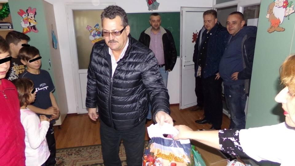 Conducerea PNȚCD Argeș- Moș Crăciun de ocazie pentru copiii nevoiași