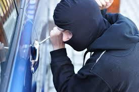 A furat o maşină şi a fost prins