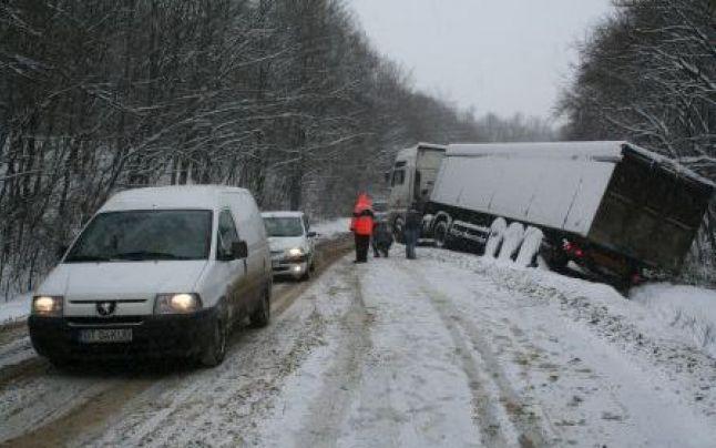 Compania de Drumuri, atenționare pentru șoferi din cauza avertizărilor meteo