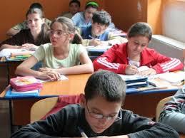 O profesoară din Curtea de Argeș este acuzată că dă, intenţionat,  note mici