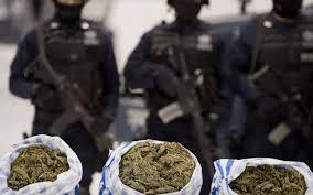 Traficanţi de droguri reţinuţi de poliţişti
