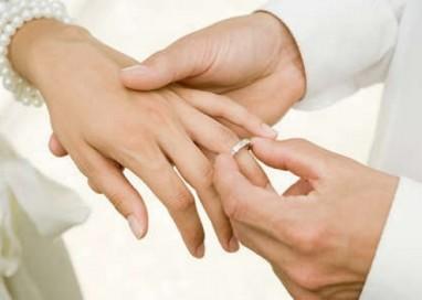 Prima cununie la noua Casă a Căsătoriilor din Piteşti