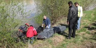DESCOPERIRE MACABRĂ: Cadavrul unei persoane a fost descoperit plutind pe râulArgeșel