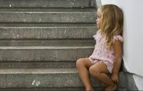 Minore abandonate de mama lor la un necunoscut din Mioveni