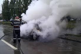 Autoturism cuprins de flăcări în zona Lumina