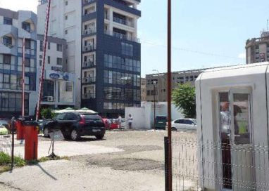 Spațiu din centrul Piteștiului- abandonat și nefolosit de CJ Argeș