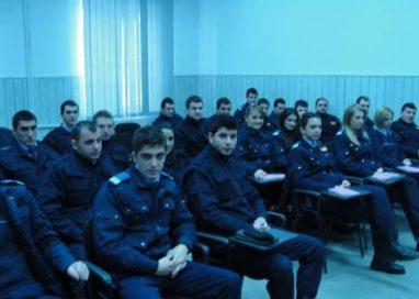Studenţi ai Academiei de Poliţie în practică la I.J.J. Argeş
