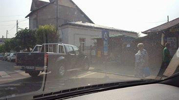 Parcare nesimţită pe strada Crinului!