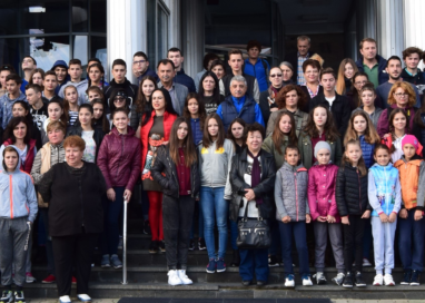 """Peste 500 de voluntari au participat la acţiunea""""Let's Do It România!"""""""