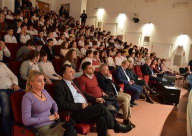"""A început """"Festivalul Filmului Rus"""" la Mioveni"""
