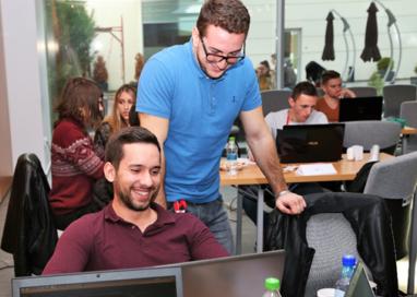Noi soluții IT, cu impact asupra comunității locale, dezvoltate la Code4Pitești/Hackathon