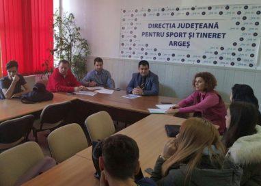 DJST Argeş – Intâlnirea cu voluntari, reprezentanţi ONG sau elevi ai unităţilor de învăţământ din Piteşti