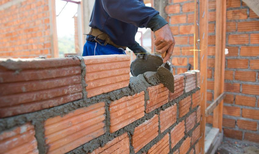 Antreprenorul argeşean Erbaşu sare în apărarea constructorilor