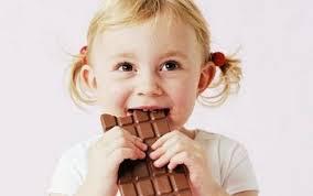 ATENȚIE! Statul ar putea pune taxe pe suc și ciocolată