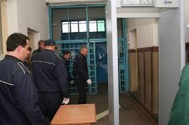 Angajații din penitenciare încep protestele