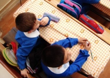 Şcoala ar putea începe mai târziu în acest an. Profesorii ameninţă că intră în grevă