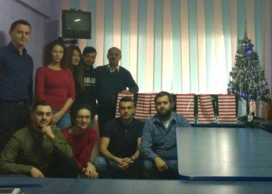 Tinerii și seniorii din ALDE Mioveni au împărțit cadouri copiilor instituționalizați din Mioveni
